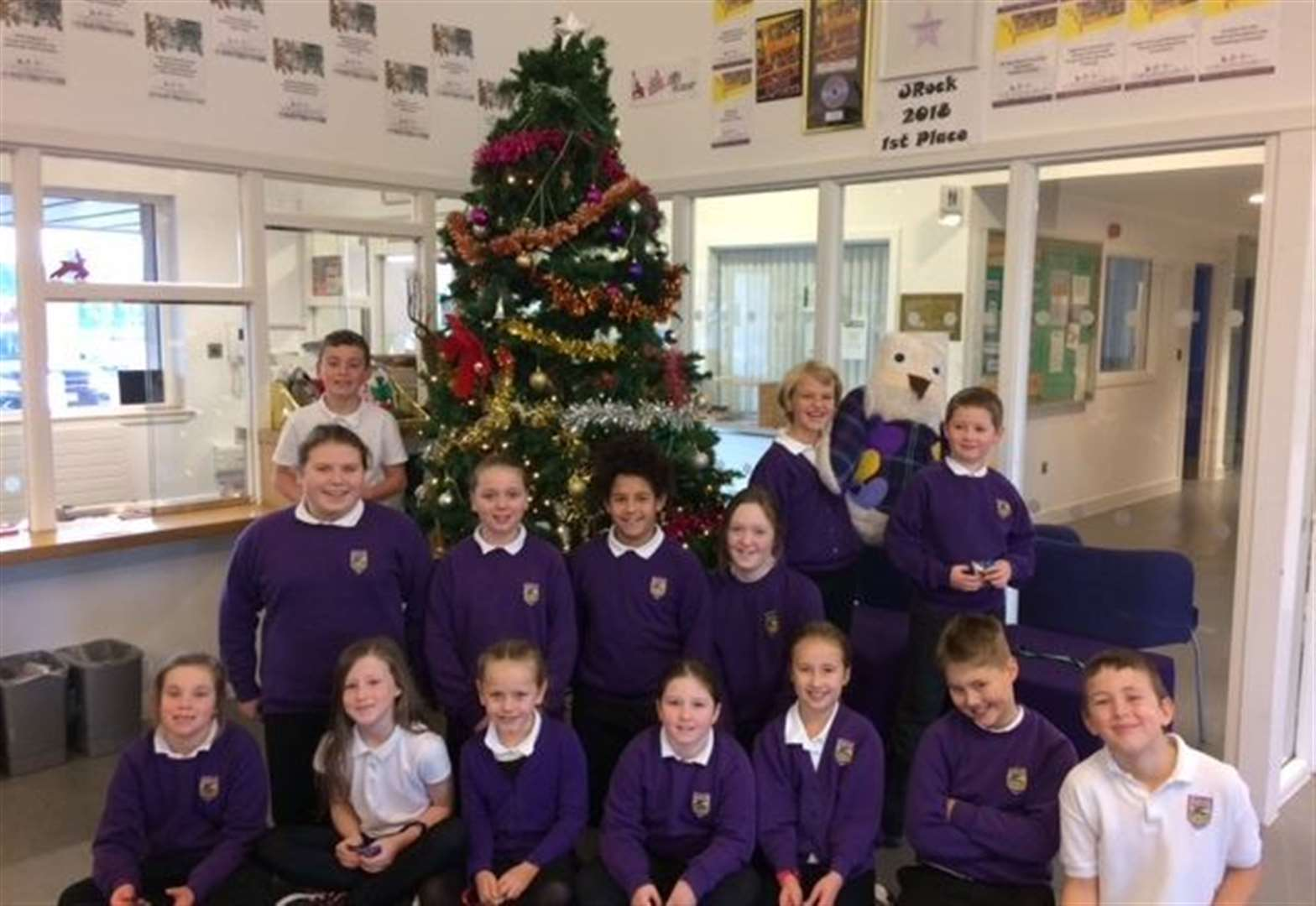 Ben Wyvis Primary kids help locals get in mood for festive season